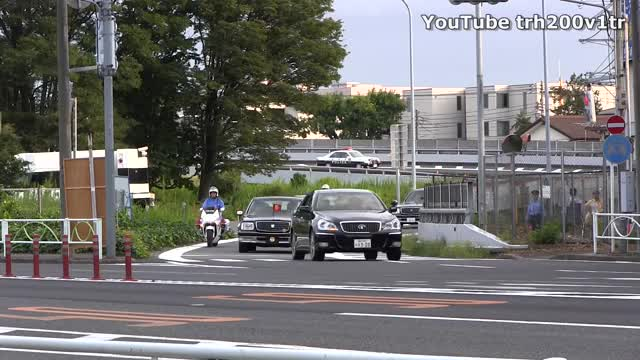 Watch and share 宮内庁 GIFs and 御料車 GIFs on Gfycat