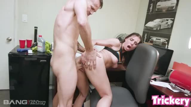aidra Fox is seriously fucked stupid, just look at her face