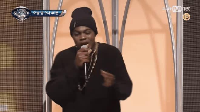 HaHa cạn lời, đứng hình trên sân khấu vì giọng ca kinh khủng của trai ngoại