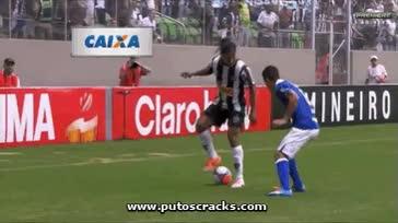 Watch and share GIF. Ronaldinho Troleando A Un Defensa Del Cruzeiro GIFs on Gfycat