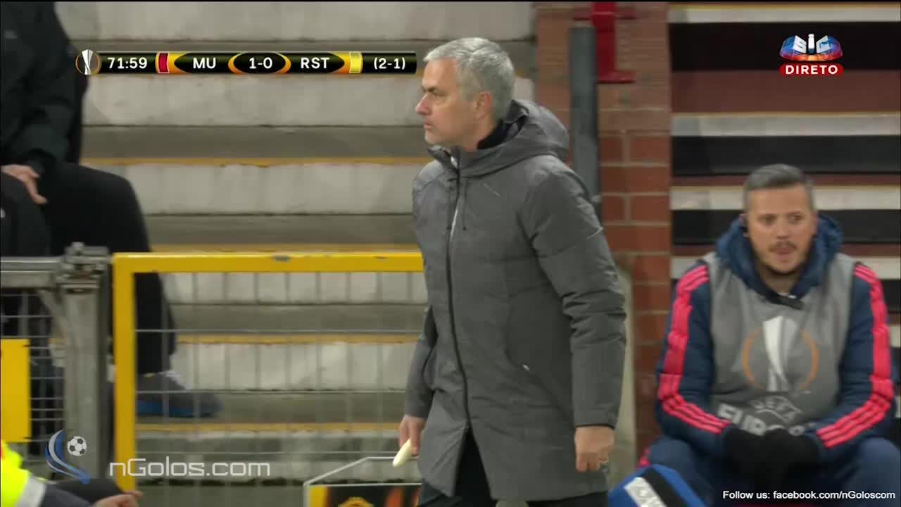 mourinhogifs, soccer, Mourinho handing out bananas (reddit) GIFs