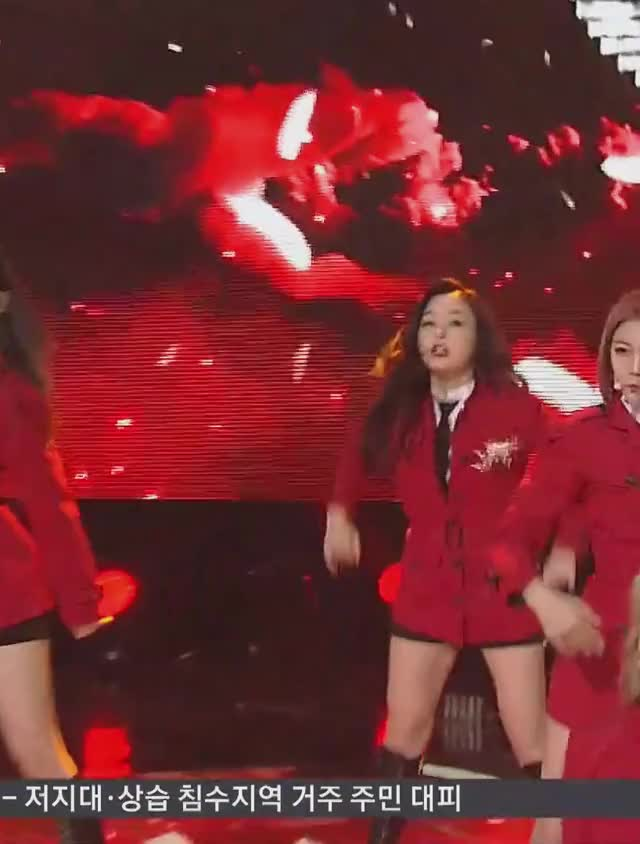 Watch and share 190922 드림캐쳐 - 데자부by JH 1 GIFs by theangrycamel2019 on Gfycat