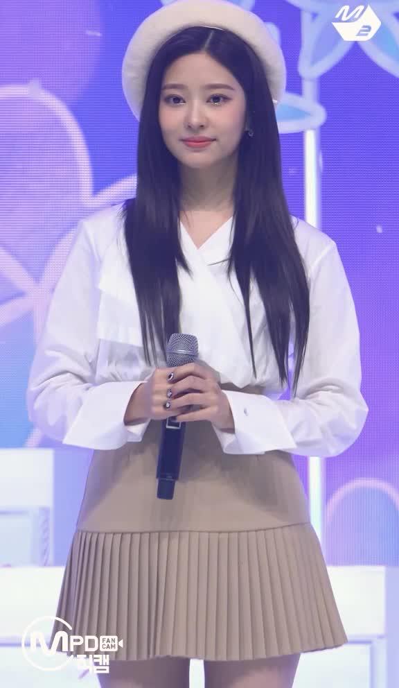 Watch and share 김민주 IZ ONE Kim Minju D7 GIFs by koreaactor on Gfycat
