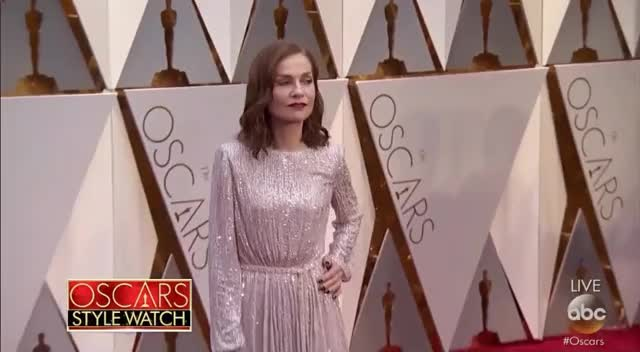 Watch Isabelle Huppert Red Carpet Look - Oscars 2017 GIF by Vera Yuan (@verbear) on Gfycat. Discover more oscars, oscars2017, redcarpet GIFs on Gfycat