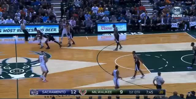 Watch and share Giannis Pass GIFs by byronleftwitch on Gfycat
