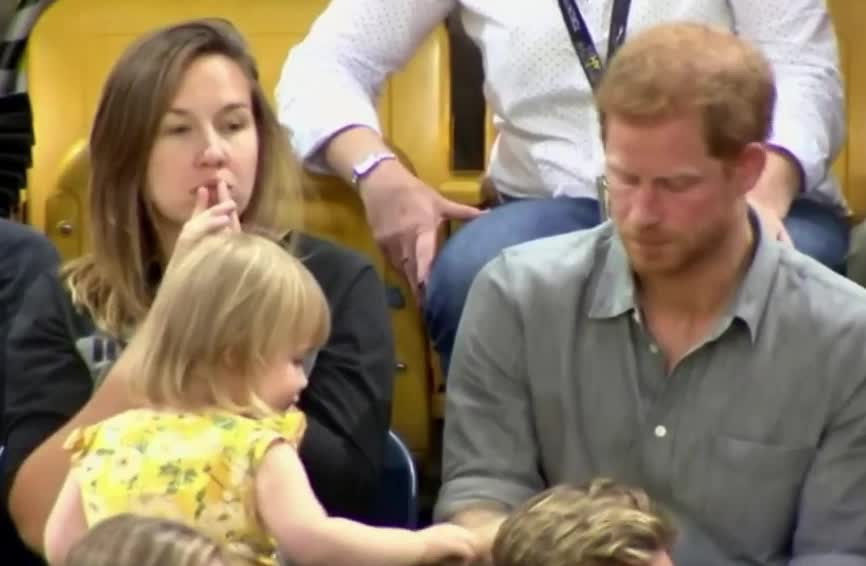 cute, food, funny, harry, hungry, popcorn, prince, steal, toddler, yes, Prince Harry's popcorn swiped by toddler GIFs