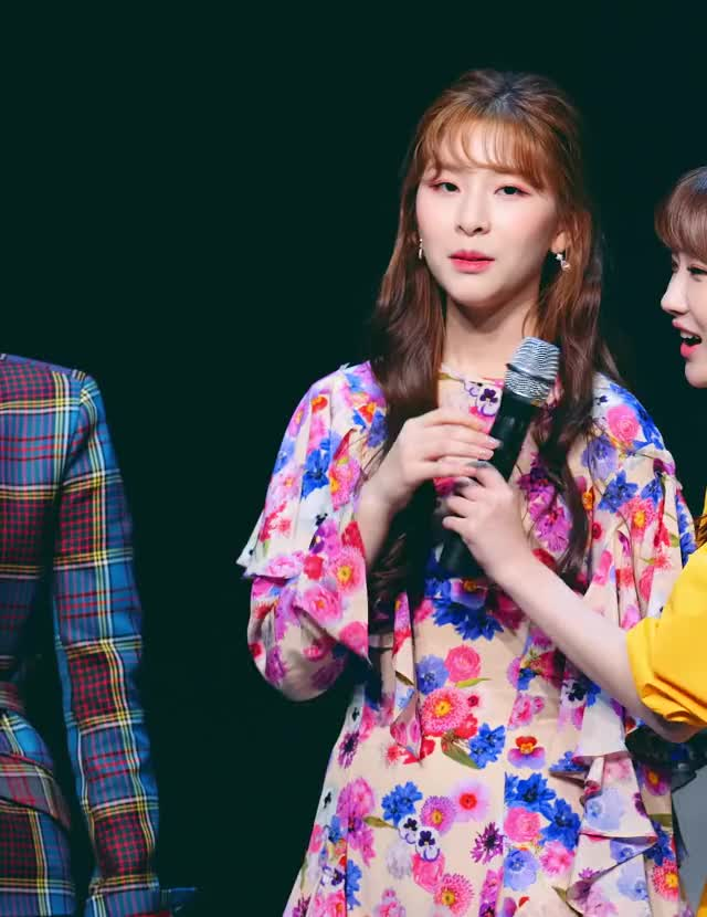 Watch and share Minju-190427 GWSN [QfMm0cKcYm4]-28 GIFs by Mecha熊 ✔️  on Gfycat