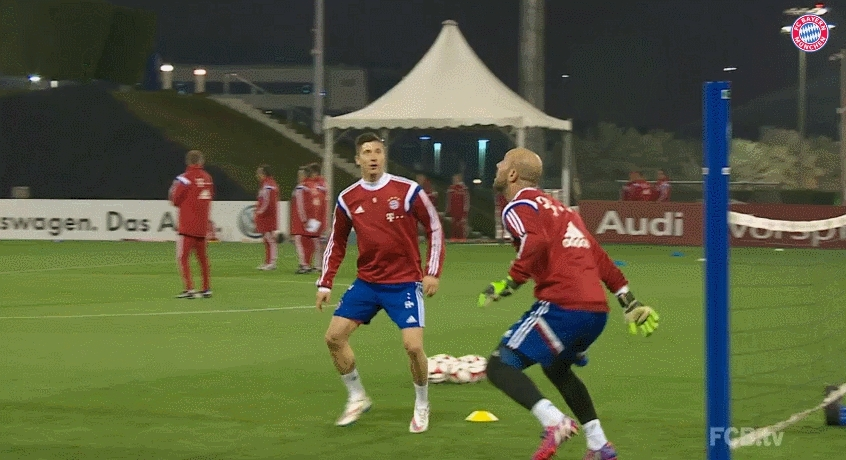 footbaww, soccer, Foot volleyball by Lewandowski and Reina (reddit) GIFs