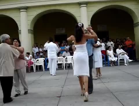 Watch and share MONICA BAILANDO DANZÓN GIFs on Gfycat