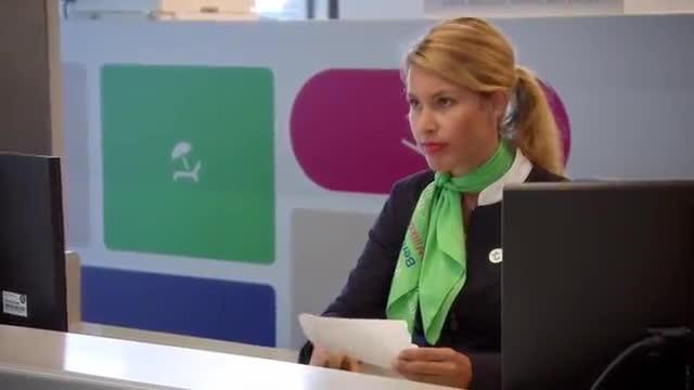 Lần đầu tiên trong lịch sử Next Top Model thế giới: Nhân viên sân bay công bố ai đi ai ở