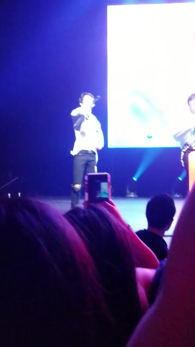 Watch 20190314 002159 GIF by @paris1127blue on Gfycat. Discover more related GIFs on Gfycat