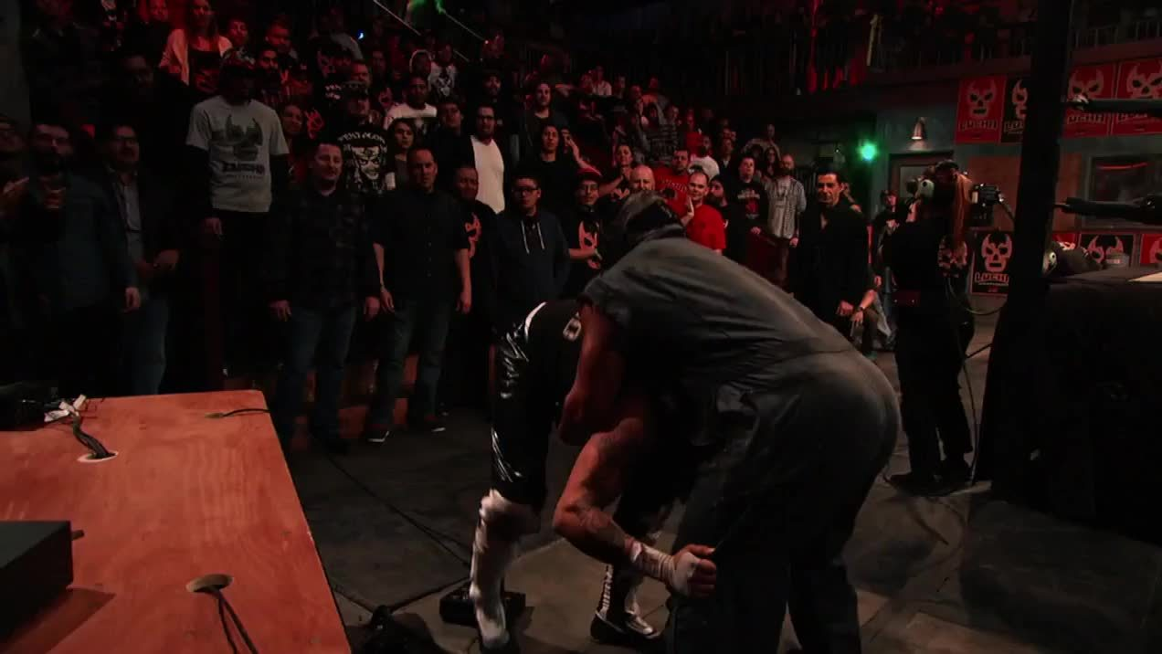 LuchaUnderground, SquaredCircle, Matanza trying to break the LU announcer table GIFs