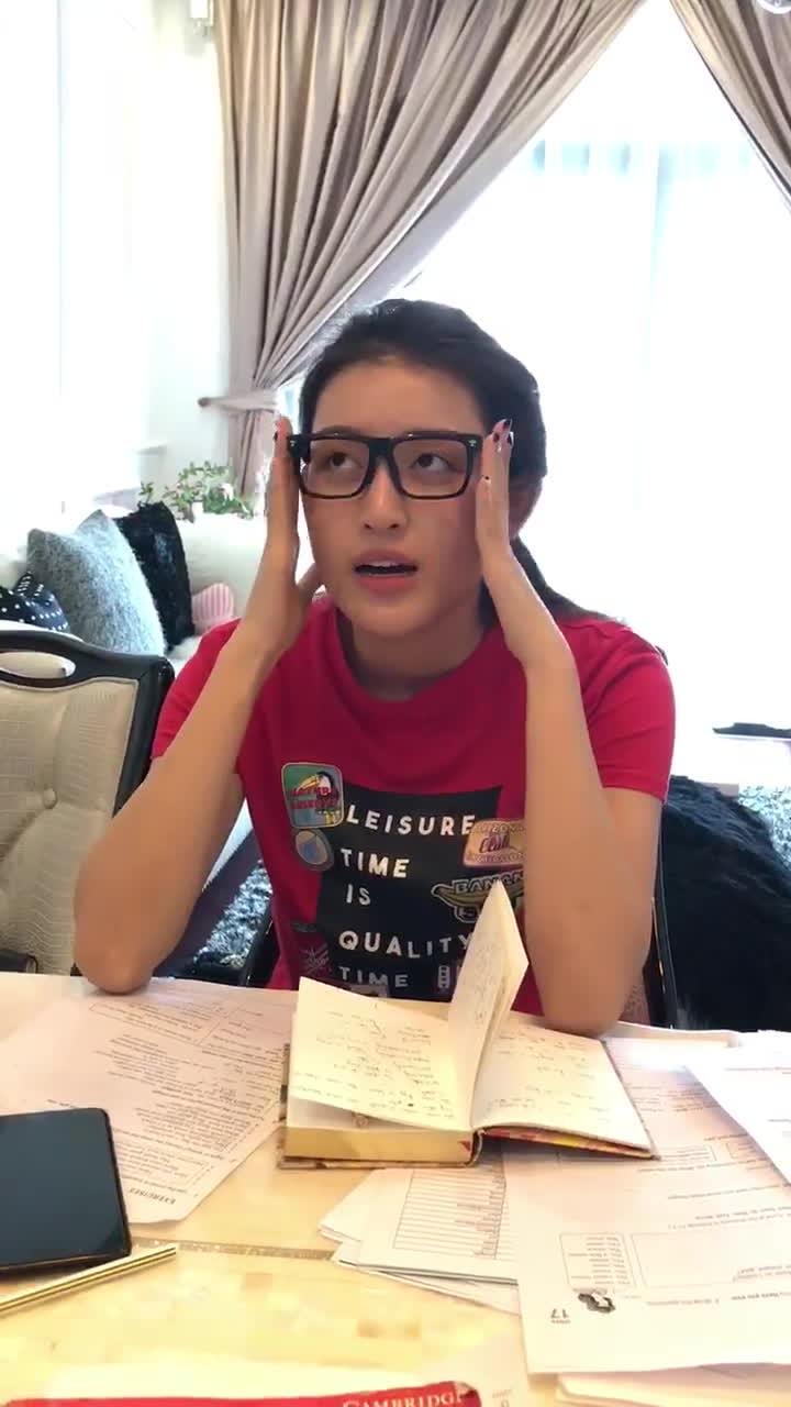 Á hậu Huyền My để mặt mộc, miệt mài học tiếng Anh để chuẩn bị cho Miss Grand International 2017
