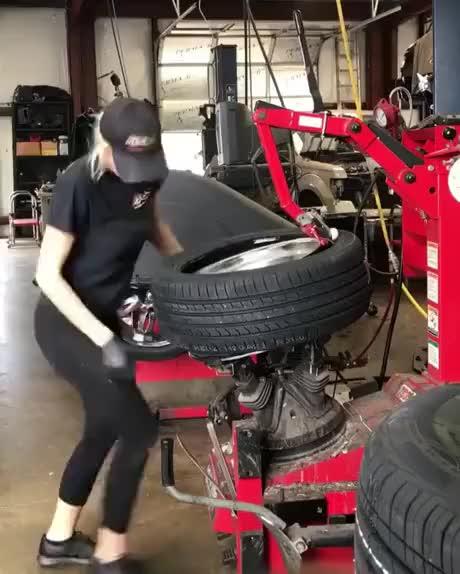 일잘하는 타이어 가게 누나