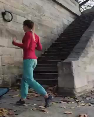 She made it look real easy - gif
