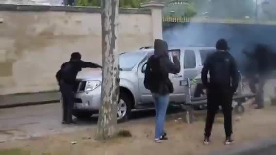 publicfreakout, Car vandalized in daylight by rioters GIFs