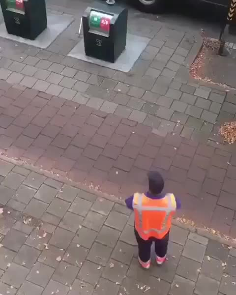 awesome, interesting, unexpected, woah, Dutch garbage truck GIFs