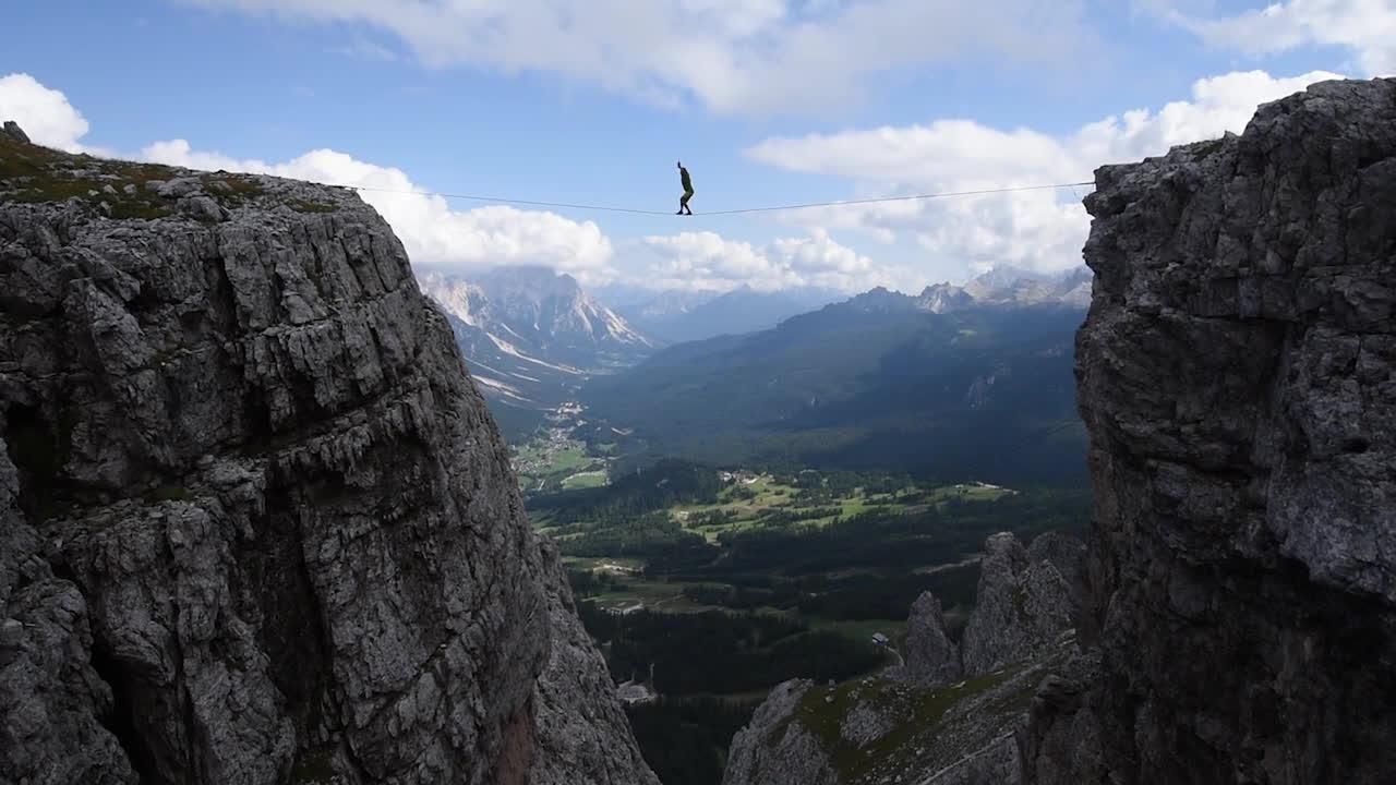mildlyinteresting, Aldo Valmassoi free solo Highline GIFs