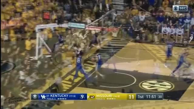 Watch Tilmon - Left Block - Left Shoulder - Left Hook 4 GIF on Gfycat. Discover more Barrett, Luka, Syracuse, Texas, anthony, carmelo, diallo, doncic, hamidou, jarred, kevin, knox, michael, mohamed, nick, porter, trae, vanderbilt, washington, young GIFs on Gfycat