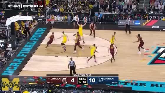 Watch Teske Hedge/Steal GIF by MGoBlog (@mgoblog) on Gfycat. Discover more 2017-18, Basketball, Defense, Jon Teske, Loyola Chicago, Michigan, NCAA Tournament, Pick & Roll GIFs on Gfycat