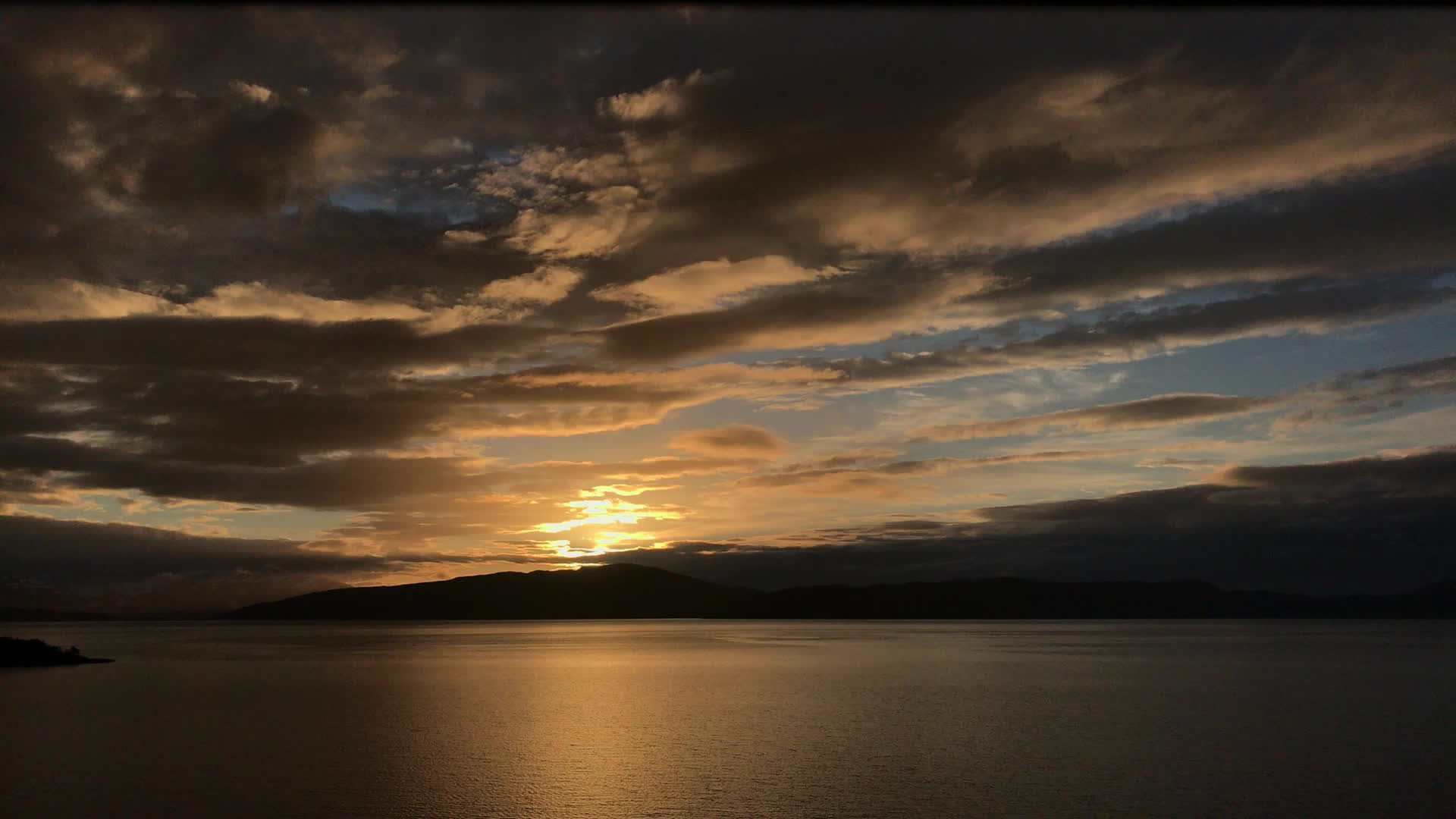 WeatherGifs, Midnight Sun over Dyrøya, Norway. GIFs