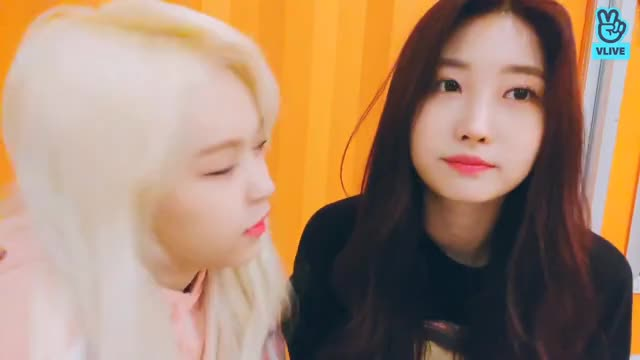 Watch and share Everglow GIFs and Sihyeon GIFs by King Yiren on Gfycat
