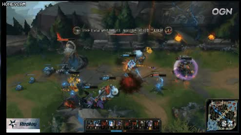 Watch and share Leagueoflegends2-20180908-183000-000-resize GIFs on Gfycat