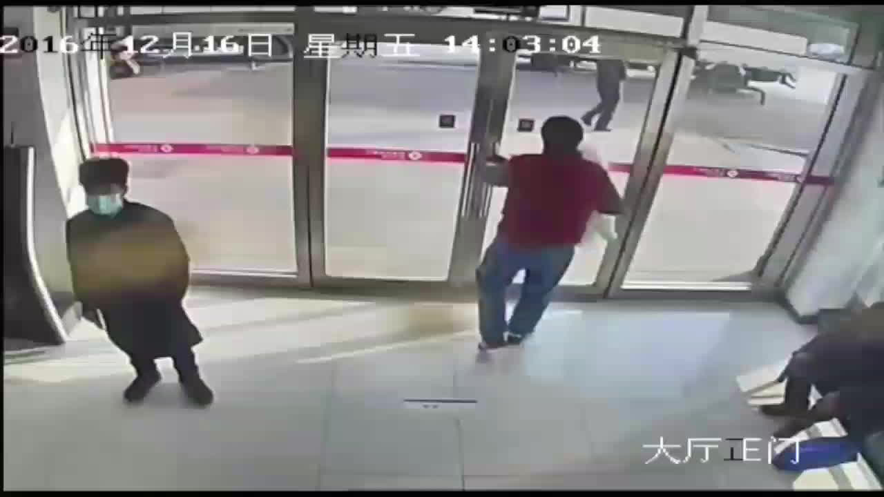 HumansBeingBros, gifs, People help a man who dropped 25000 yuan(3570 USD) in the street. He didn't lose a single bank note (reddit) GIFs