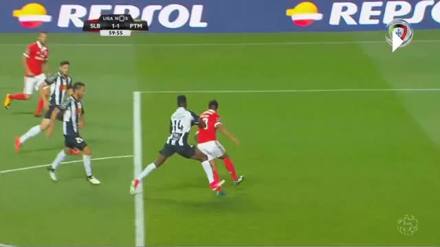 Watch and share Empurrão GIFs and Benfica GIFs by anjo2cp on Gfycat