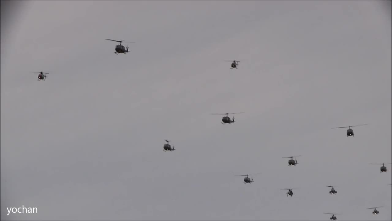 warplanegfys, Formation Flight.Military Helicopter(Army Aviation Group)at Tokyo,Japan (reddit) GIFs