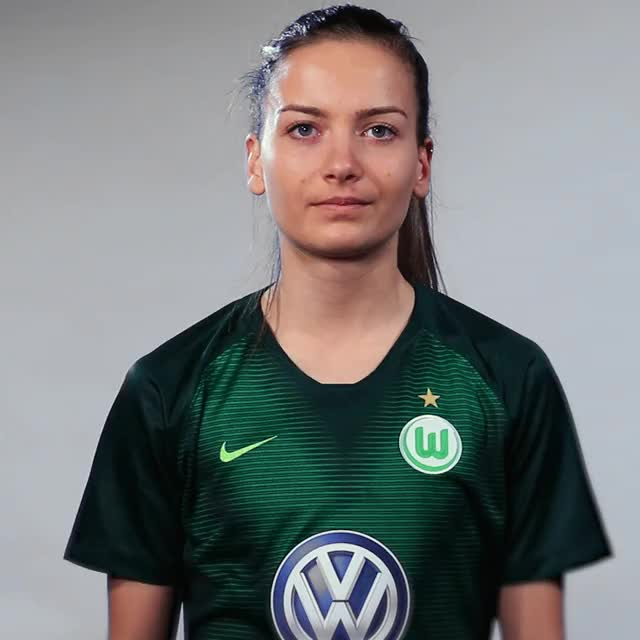 Watch and share Joelle Wedemeyer - Zwei GIFs by VfL Wolfsburg on Gfycat