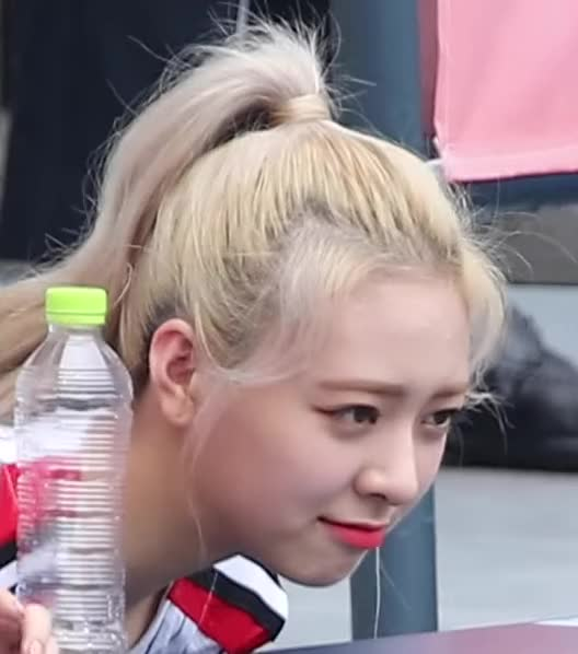 Watch and share 190908 파울볼에 놀란 있지(ITZY) Surprised Foul Ball [잠실야구장] 4K 직캠 By 비몽 [sM529BHHOJY]-5 GIFs by masterfat on Gfycat