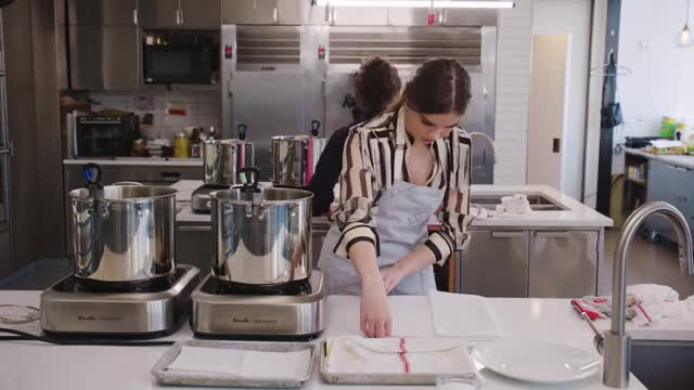 Watch and share Hailee Steinfeld GIFs and Cooking GIFs by efitz11 on Gfycat