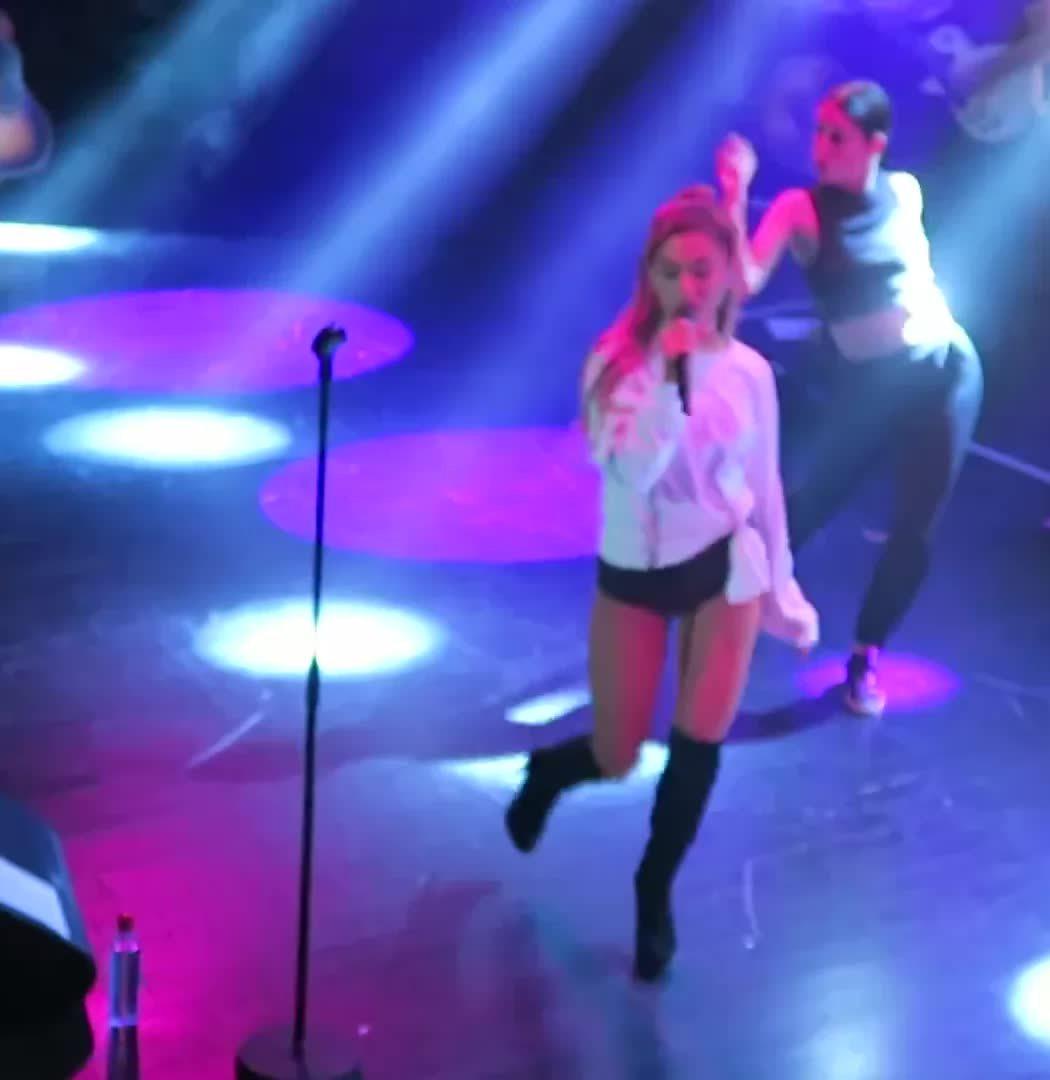 ArianaGrande, arianagrande, onstagegw, Ariana Grande ass on stage (reddit) GIFs