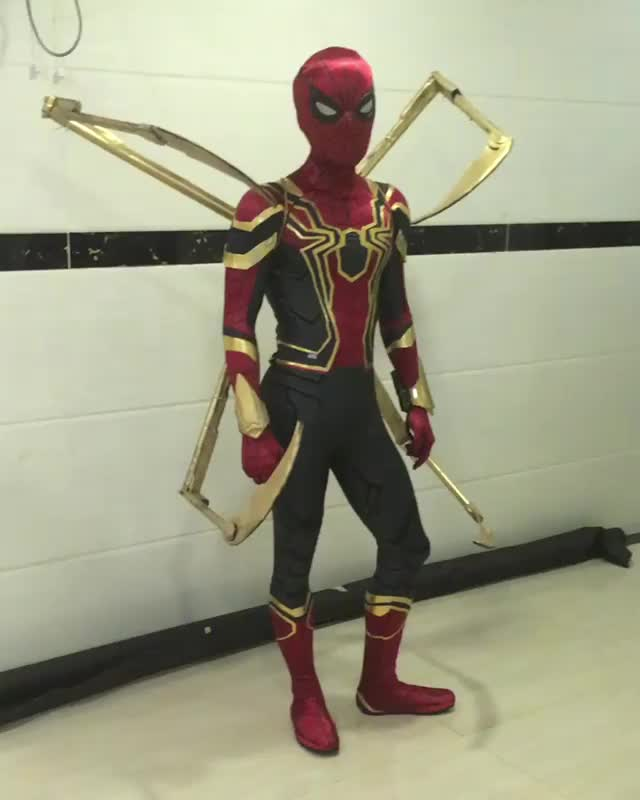 Iron Spider cosplay with mechanical claws and glowing lenses (reddit) GIFs