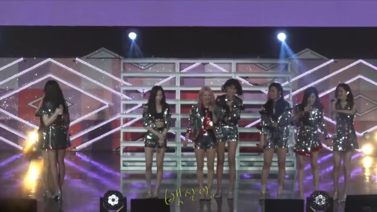 Clip: Phải chăng SNSD để Seohyun  Sooyoung  Tiffany ngầm thông báo rời nhóm từ sân khấu này?