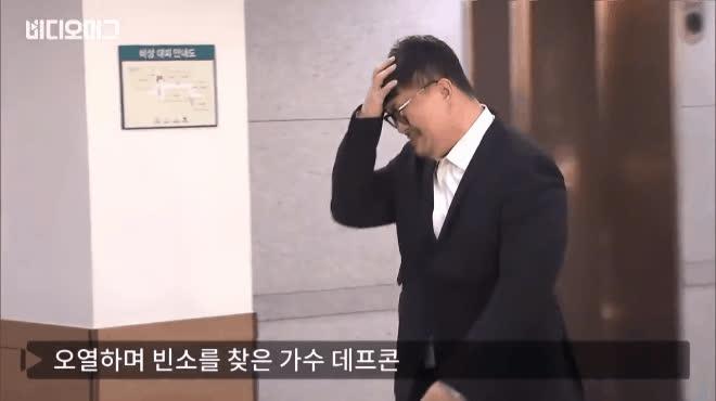 Thành viên Hai ngày một đêm khóc nức nở, ôm mặt tiều tụy trong lễ tang Kim Yoo Hyuk