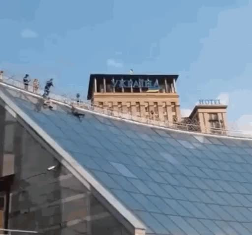 Sliding down a glass roof... WCGW? : Whatcouldgowrong GIFs