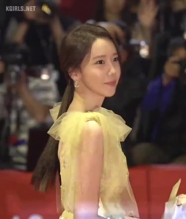 Watch and share Yoona-SNSD-191003-6-www.kgirls.net GIFs by KGIRLS on Gfycat