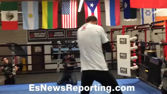 Watch Sergey Kovalev shadowboxing - EsNews Boxing GIF by @towel28 on Gfycat. Discover more boxing, elie seckbach, esnews GIFs on Gfycat