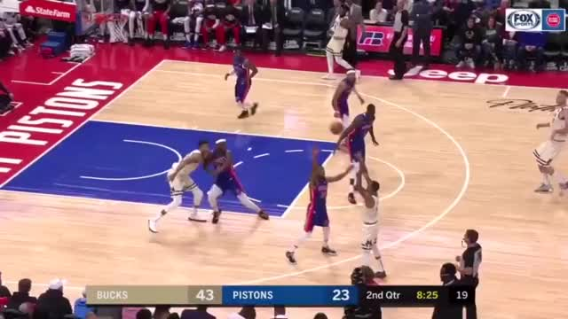 Watch and share Giannis Pass GIFs by cwardhenninger on Gfycat