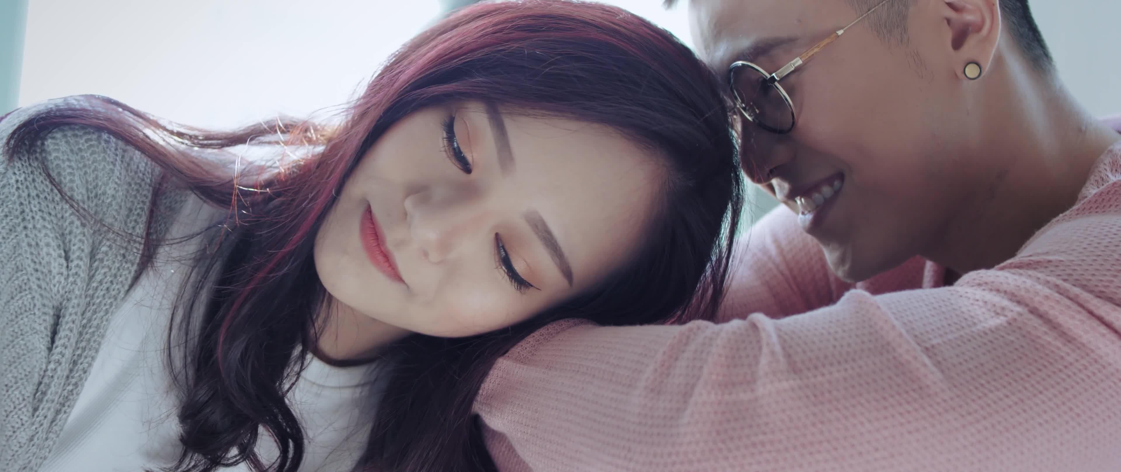 Người yêu lý tưởng là Tóc Tiên, Mai Tiến Dũng lại phải lòng cô nàng khác trong MV mới