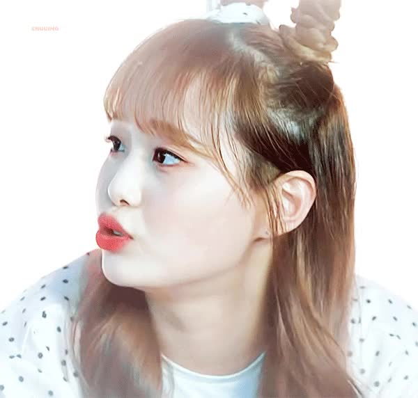 Watch Chuu GIF by @petsweat on Gfycat. Discover more Loona, cute, kpop, 이달의소녀, 츄 GIFs on Gfycat