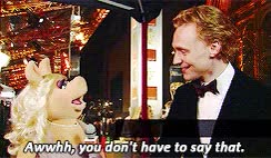 tom hiddleston miss piggy BAFTA gif:interview gif:hiddles the one time becca actually remembers where she got the video