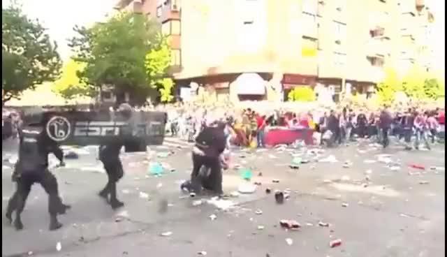 Watch and share Disturbios Afuera Del Vicente Calderón Afición Del Atlético De Madrid Lanza Piedras 10/05/2017 GIFs on Gfycat