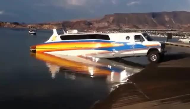 Watch and share La Mejor Forma De Llevar Tu Bote Al Agua GIFs on Gfycat