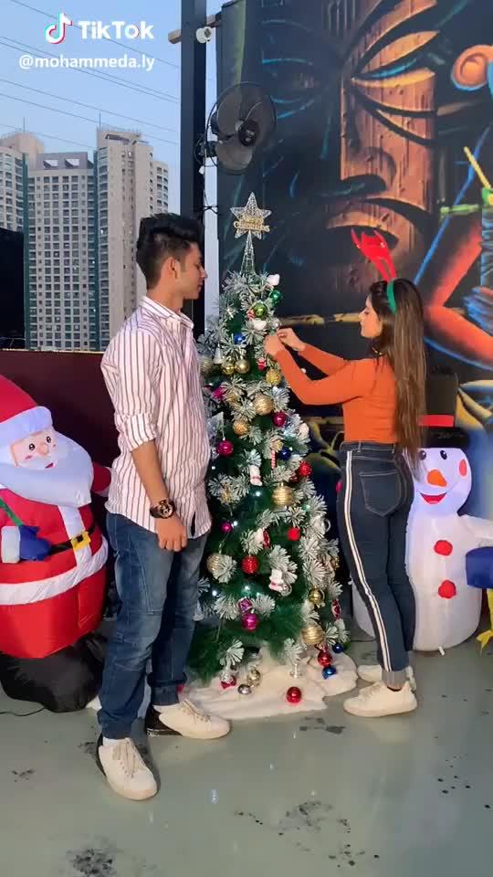 #Christmas me tumhe gift maanga hai yaar @anamdarbar1 🙈💝🎄 #monam  #xmas2018 #foryoupage #tiktok tiktok monam foryoupage Christmas GIF