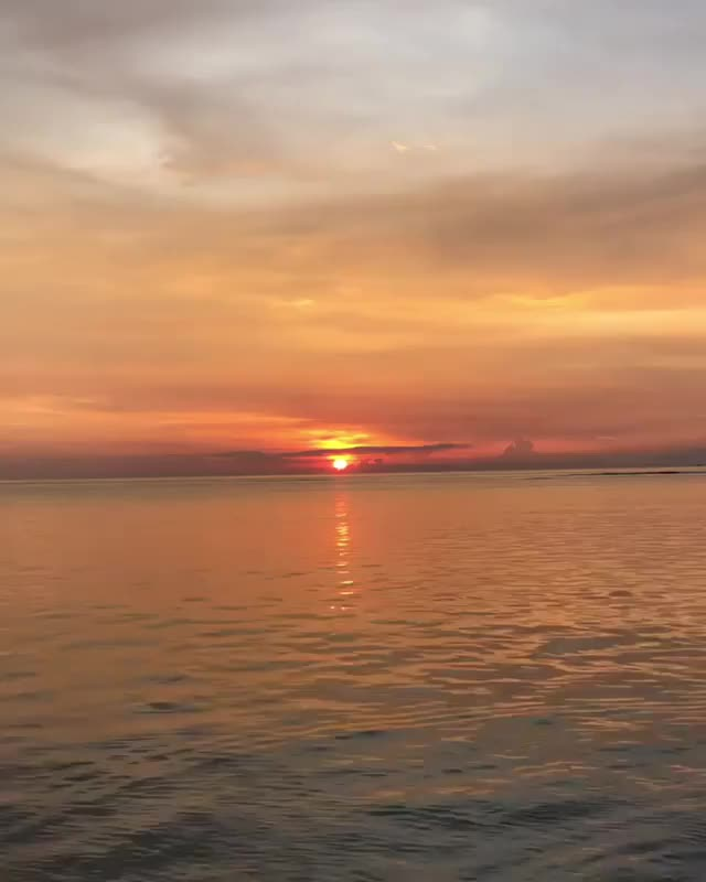 Watch Gili Air Indonesia GIF by Unsurprised (@unsurprised) on Gfycat. Discover more Indonesia, awesome, beach, earthporn, gili air, ocean, sunset, twilight, wow GIFs on Gfycat