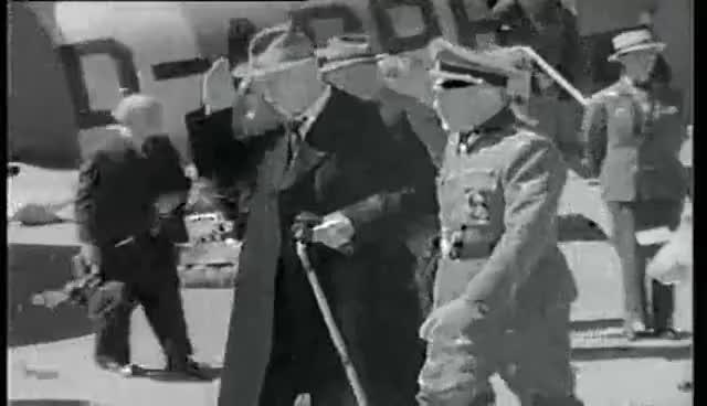 Knut Hamsun tilbake fra pressekongress i Wien (1943) + besøker tysk panseravdeling (1944)