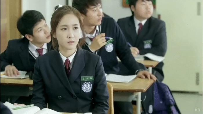 crayonpop, Soyul watching Choa's drama (reddit) GIFs
